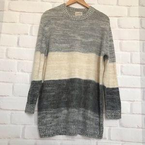 Universal Thread Size M Color Block Sweater Tunic